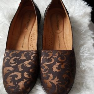 Hush Puppies flats shoes cushioned comfort